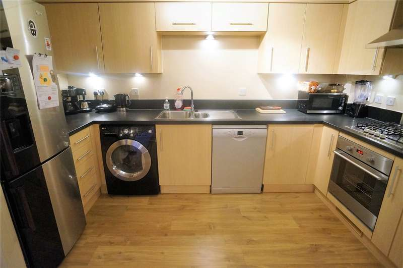 2 Bedrooms Flat for sale in Sperrin Place, Silver Streak Way, Rochester, Kent, ME2