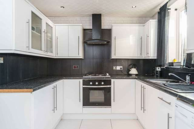 4 Bedrooms Terraced House for sale in Windsor Park, Musselburgh, East Lothian, EH21 7QH
