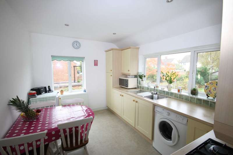 2 Bedrooms Maisonette Flat for sale in Langham Crescent, Billericay