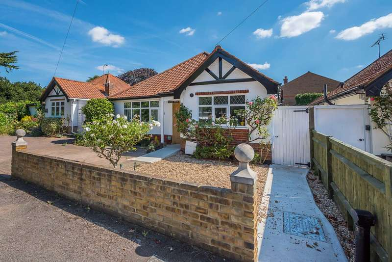 2 Bedrooms Bungalow for sale in Church Lane, Thames Ditton