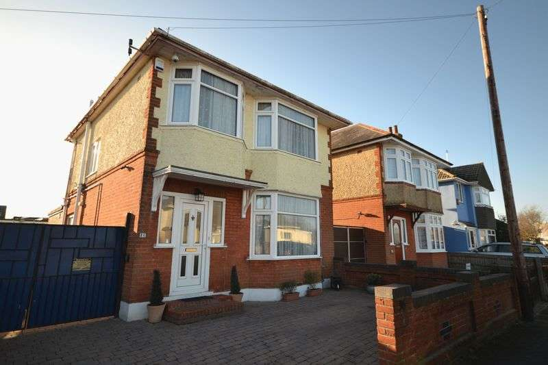 3 Bedrooms Detached House for sale in Morrison Avenue, Parkstone BH12 4AE