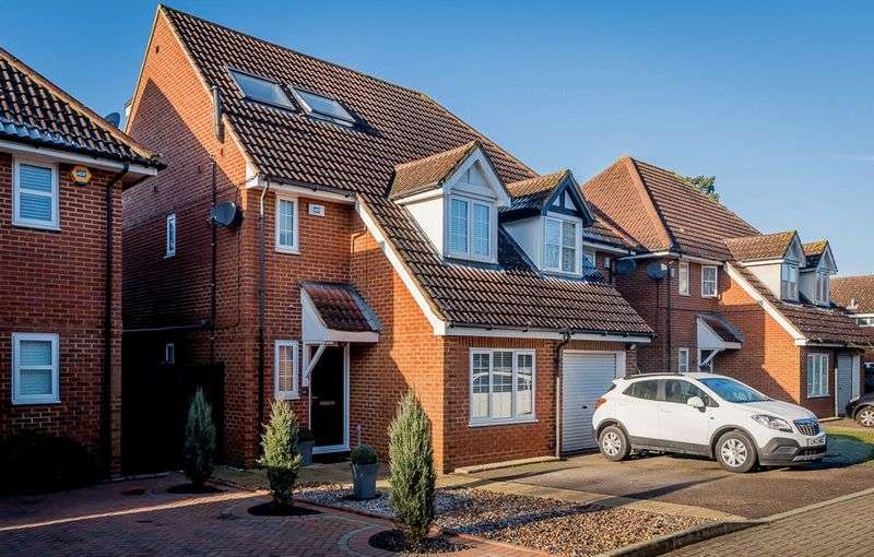 3 Bedrooms Semi Detached House for sale in Abbots Place, Borehamwood, WD6