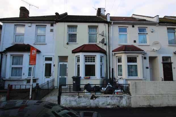 3 Bedrooms Terraced House for sale in Cromwell Road, Hounslow, Middlesex, TW3 3QE