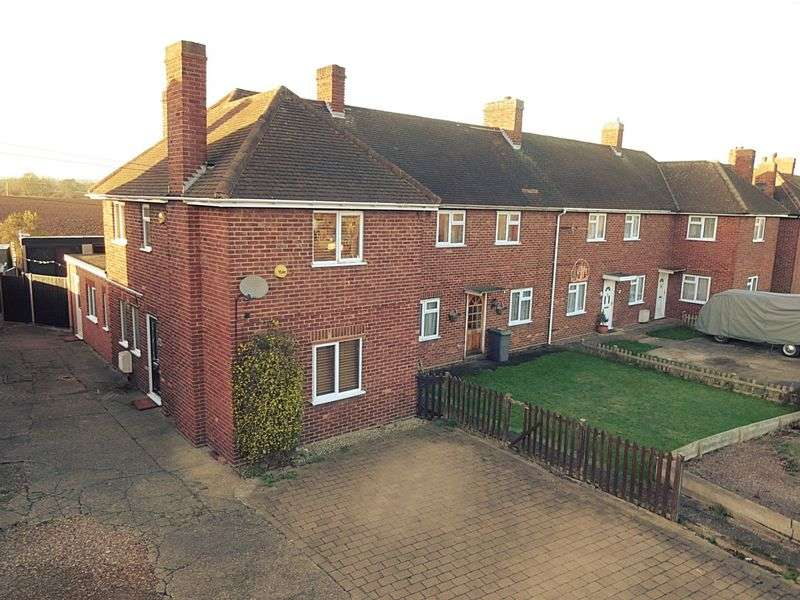 3 Bedrooms Semi Detached House for sale in Station Road, Marston Moretaine
