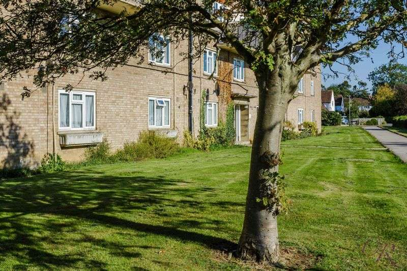 3 Bedrooms Flat for sale in Benhall gardens, Cheltenham