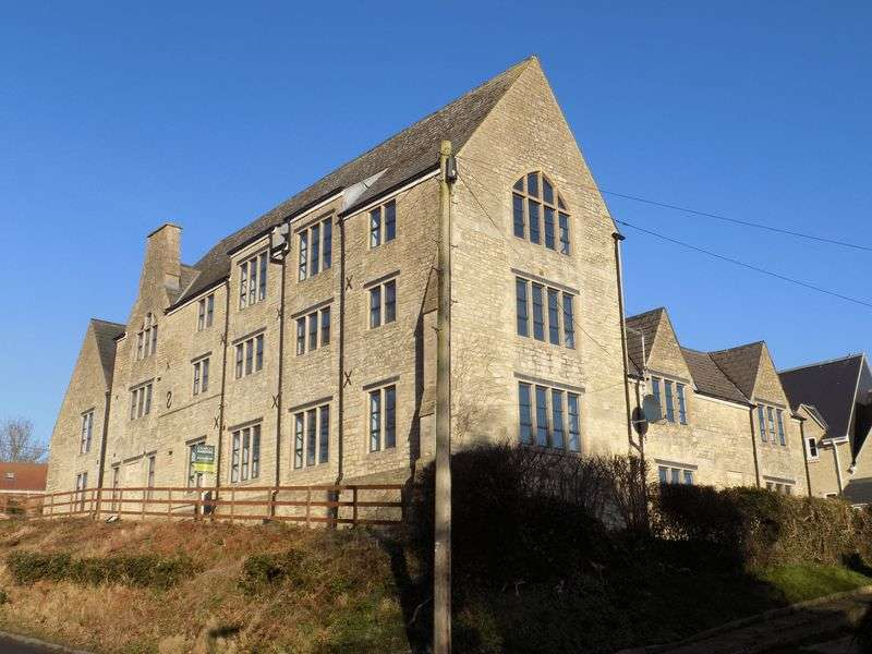 2 Bedrooms Flat for sale in Old Court, Royal Wootton Bassett