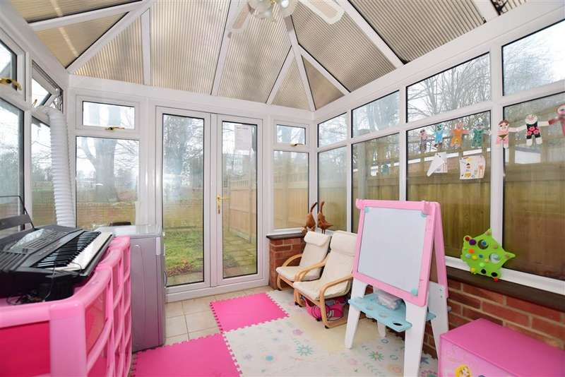 3 Bedrooms Semi Detached House for sale in Ragstone Road, Bearsted, Maidstone, Kent