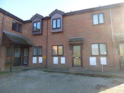 2 Bedrooms Terraced House for sale in Glen Court, High Street, Flitwick, Bedfordshire