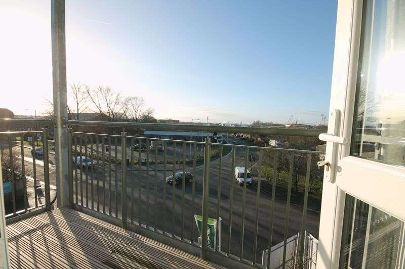 2 Bedrooms Flat for sale in Lostock Lane, Lostock, Bolton, Lancashire.