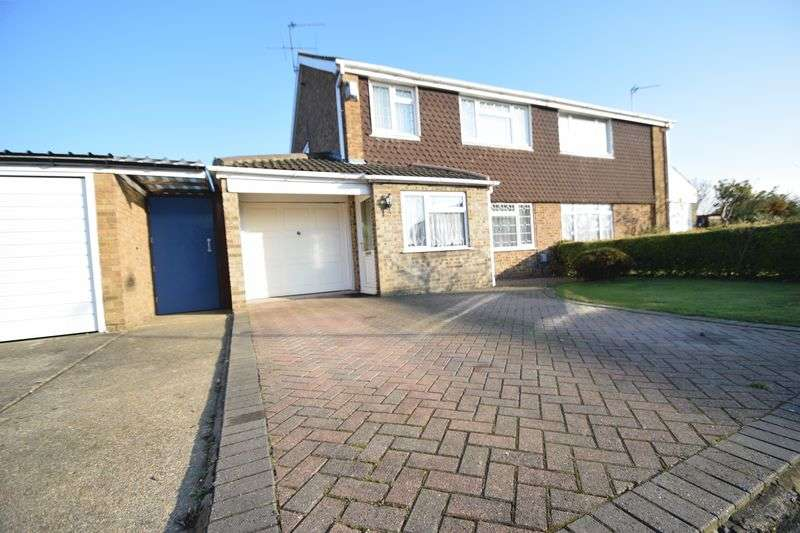 3 Bedrooms Semi Detached House for sale in Ilford Close, Luton