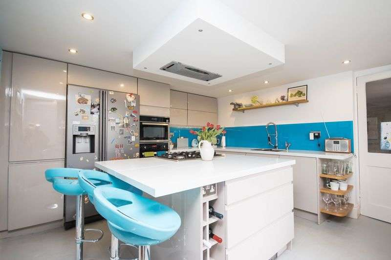 4 Bedrooms Terraced House for sale in Old Exeter Street, Chudleigh