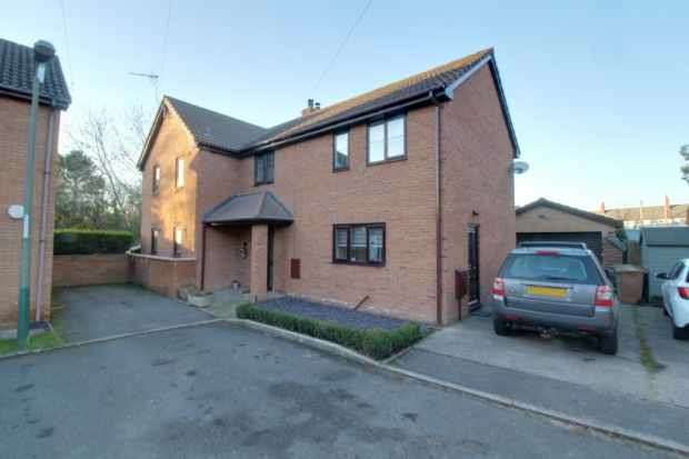 4 Bedrooms Detached House for sale in Cwrt Hendre, Blackwood, Gwent, NP12 3LR