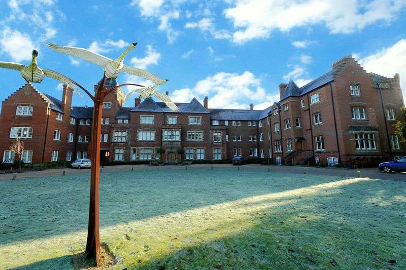 2 Bedrooms Flat for sale in CHOLSEY