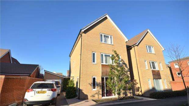 4 Bedrooms Detached House for sale in Lysander Drive, Bracknell, Berkshire