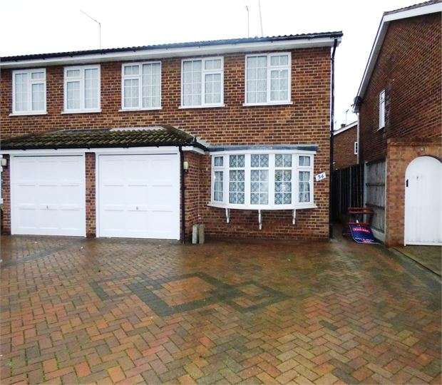 3 Bedrooms Semi Detached House for sale in Fairview Drive, Westcliff on sea, SS0 0NY