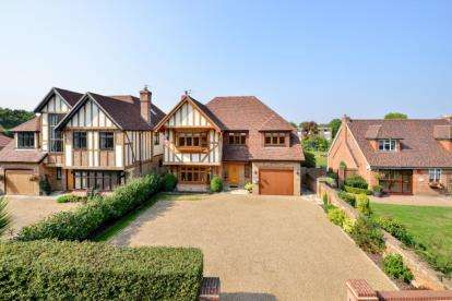 5 Bedrooms Detached House for sale in Blackbrook Lane, Bromley