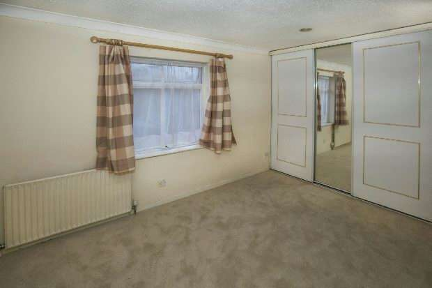 3 Bedrooms End Of Terrace House for sale in Bridport Close, Lower Earley, Reading,