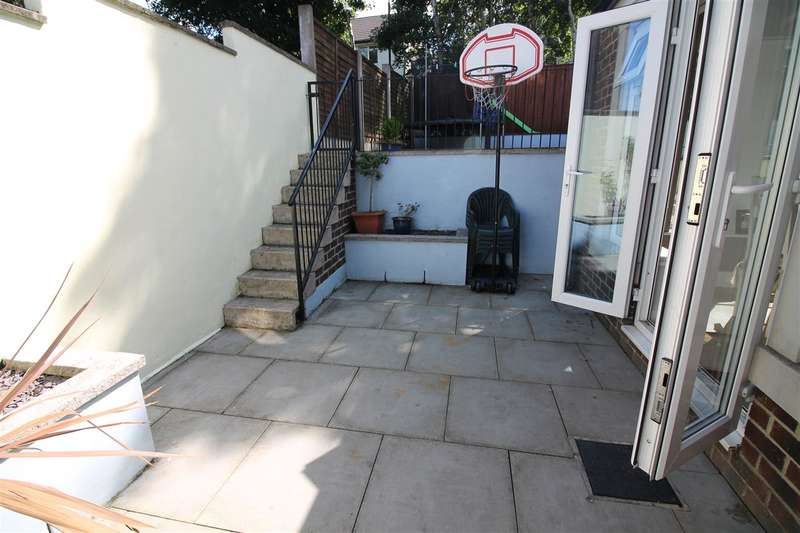 2 Bedrooms Semi Detached House for sale in Towngate, Sowerby Village, Sowerby Bridge