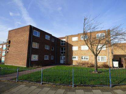 3 Bedrooms Flat for sale in Barking