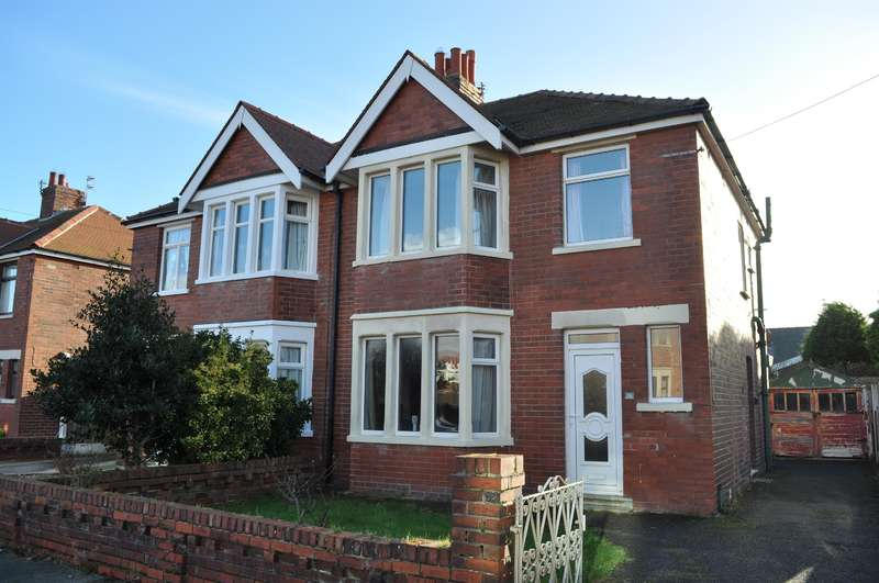 3 Bedrooms Semi Detached House for sale in Ravenwood Avenue, Blackpool, FY4 2LT