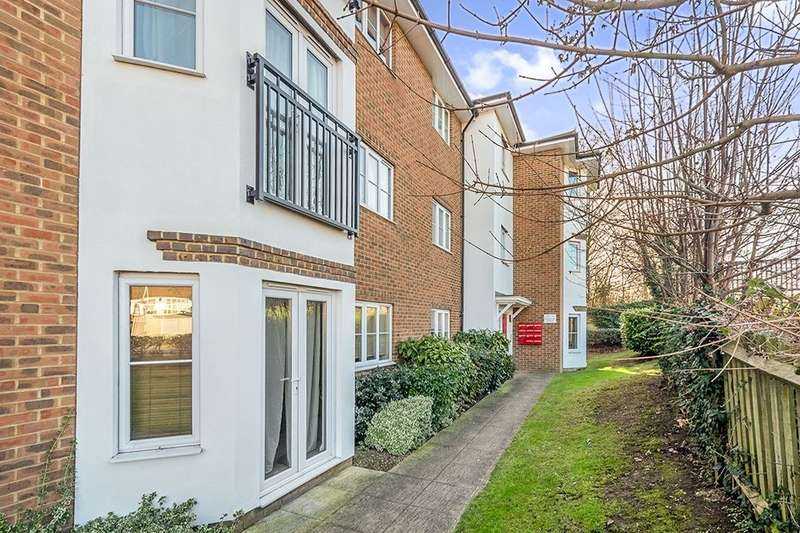 2 Bedrooms Flat for sale in Castlemaine Avenue, Gillingham, ME7