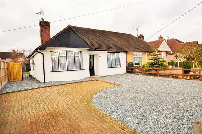 3 Bedrooms Semi Detached Bungalow for sale in Deirdre Avenue, Wickford