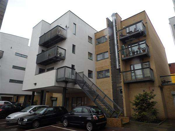 2 Bedrooms Property for sale in Hulme High Street, Manchester