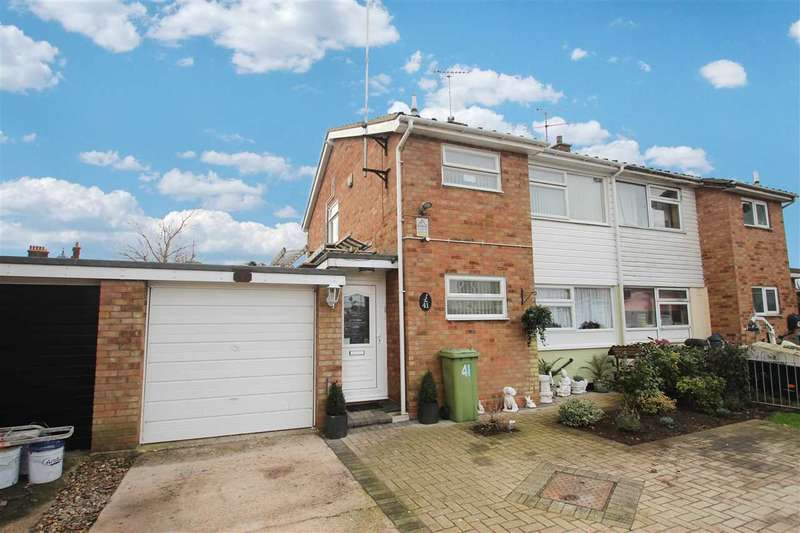 3 Bedrooms Semi Detached House for sale in Puffinsdale, Great Clacton