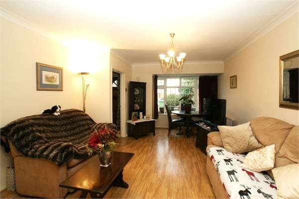 3 Bedrooms Terraced House for sale in Trenchard Close, Hersham, Walton-on-Thames, Surrey