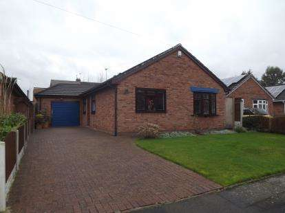 3 Bedrooms Bungalow for sale in Glen Road, Little Sutton, Ellesmere Port, Cheshire, CH66