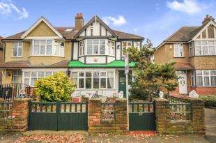3 Bedrooms Semi Detached House for sale in Exbury Road, London