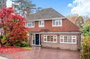 4 Bedrooms Detached House for sale in Goffs Close, Crawley, West Sussex