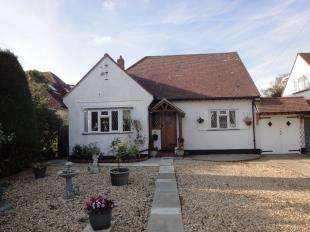 3 Bedrooms Bungalow for sale in Roundle Avenue, Felpham, Bognor Regis, West Sussex