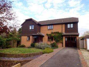 4 Bedrooms Detached House for sale in Smugglers Lane, Upper Beeding, Near Steyning, West Sussex
