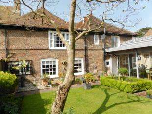 2 Bedrooms Semi Detached House for sale in High Street, New Romney, Kent