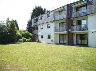 2 Bedrooms Flat for sale in Fulmer House, Cedar Crescent, Romney Marsh