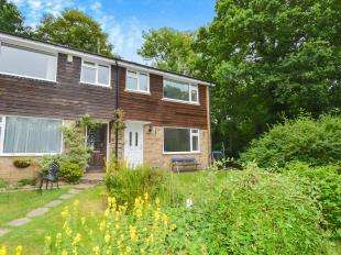 3 Bedrooms End Of Terrace House for sale in Oakwood Close, South Nutfield, Redhill, Surrey