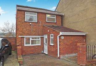 4 Bedrooms Detached House for sale in Constitution Road, Chatham, Kent