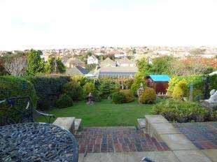 2 Bedrooms Bungalow for sale in Ashurst Avenue, Saltdean, Brighton, East Sussex