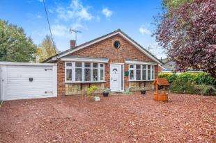 3 Bedrooms Bungalow for sale in Tennyson Avenue, Cliffe Woods, Rochester, Kent