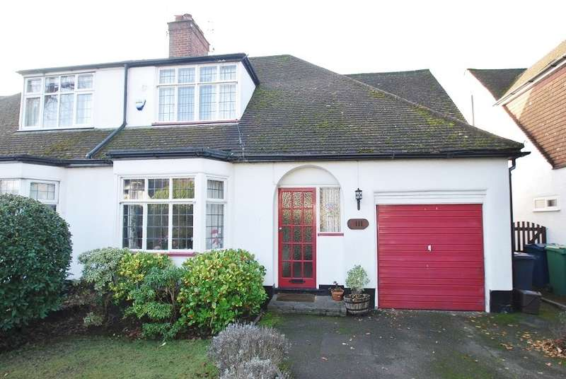 3 Bedrooms Semi Detached House for sale in Woodside Road, Amersham, HP6