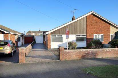 3 Bedrooms Bungalow for sale in Oakwood Drive, Armthorpe, Doncaster