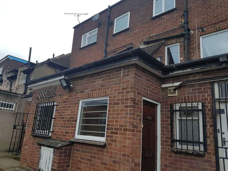 3 Bedrooms Flat for rent in Manor Road Chigwell