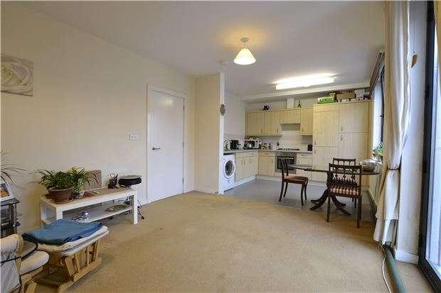 1 Bedroom Flat for sale in Bradwell Court, Godstone Road, WHYTELEAFE, Surrey, CR3 0GJ