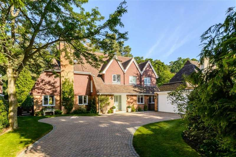 4 Bedrooms Property for sale in Douglas Grove, Lower Bourne, Farnham