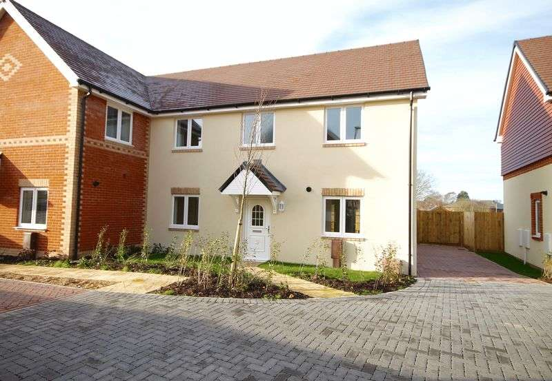 3 Bedrooms Semi Detached House for sale in Doyle Close, Havant