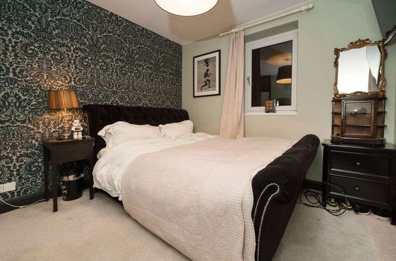 3 Bedrooms Flat for sale in Balham Hill, London