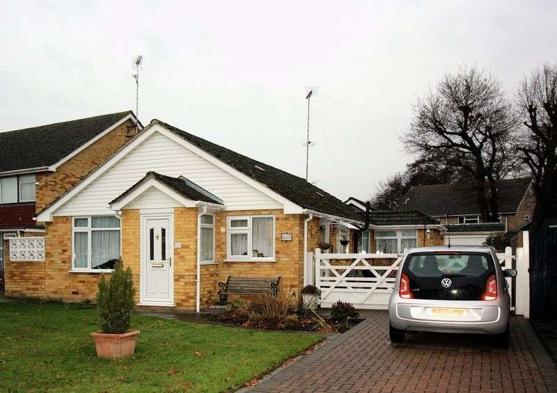 4 Bedrooms Detached Bungalow for sale in Sheridan Road, Camberley