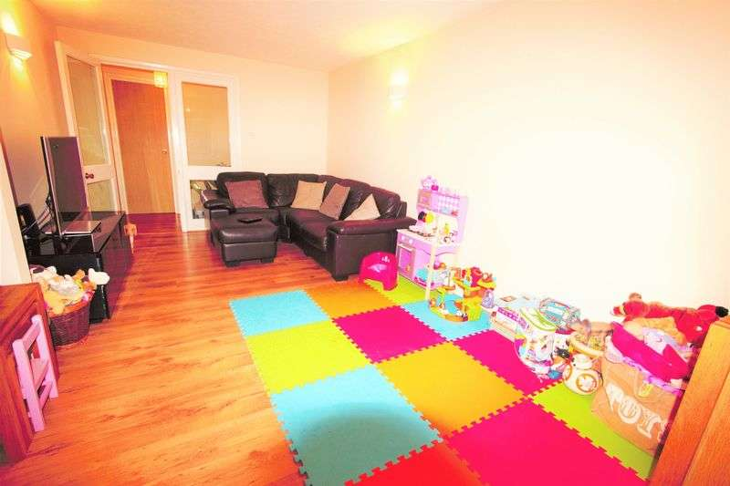 2 Bedrooms Flat for sale in John Gooch Drive, Enfield