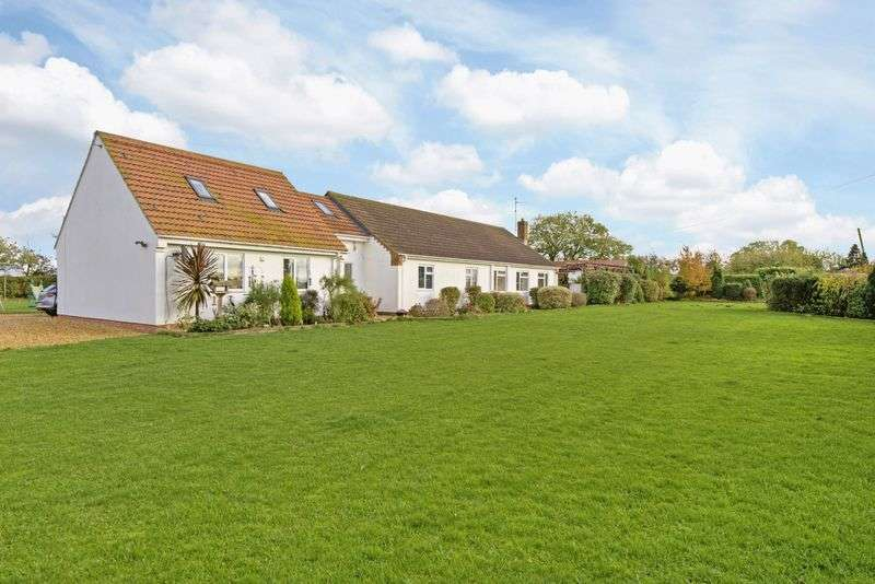 5 Bedrooms Detached Bungalow for sale in The Paddocks, Jekils Bank, Holbeach St Johns, Lincolnshire